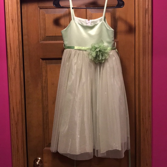 Other - NWOT sage green tulle flower girl dress size 9/10